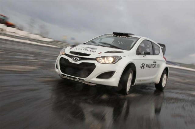 Modelul i20 WRC la testele pe un circuit ADAC din Germania
