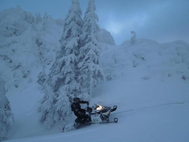 iarna de poveste pe snowmobil