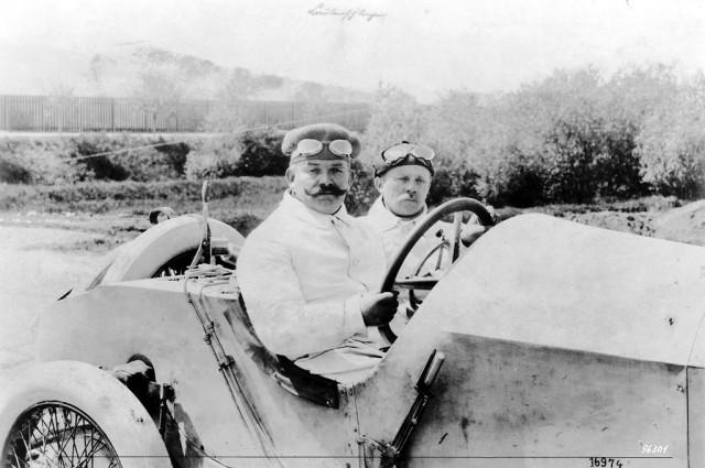Christian Lautenschlager si copilotul Hans Rieger -  115 hp Mercedes Grand Prix racing car, castigatori ai French Grand Prix Lyon 4 iulie , 1914