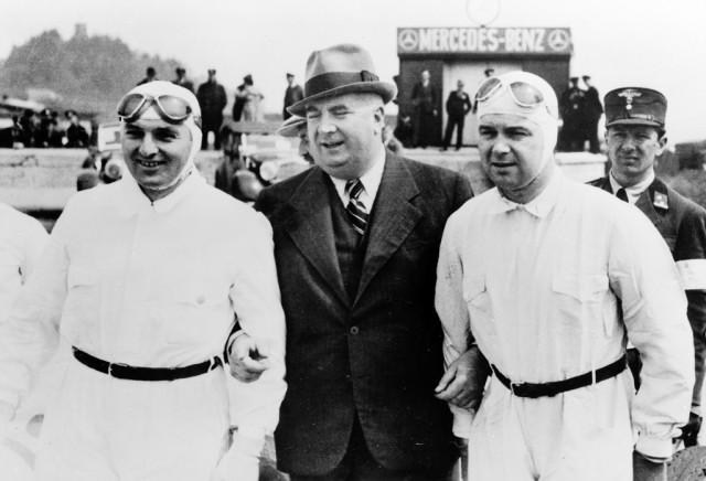 German Grand Prix the Nürburgring, 23 iulie 1939. De la stanga: Hermann Lang, racing director Alfred Neubauer si Rudolf Caracciola.