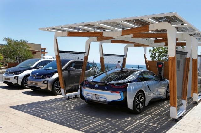 BMW_Group_DesignworksUSA_solar_carport_medium_1600x1067 (1)