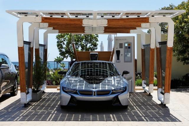 BMW_Group_DesignworksUSA_solar_carport_medium_1600x1067 (2)