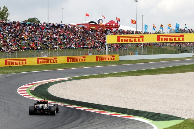 Crowds-during-2013-Spanish-GP