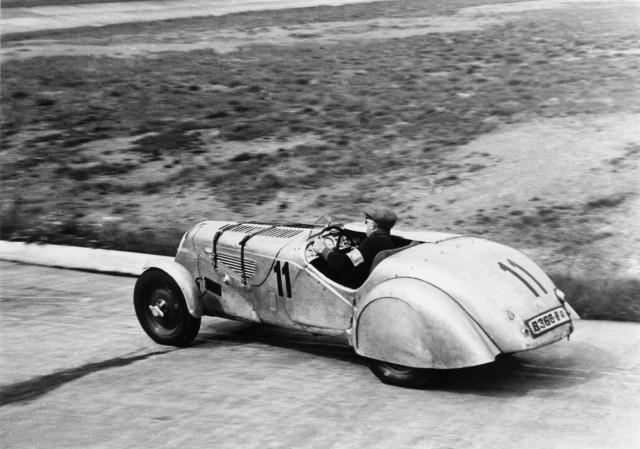 Petre_Cristea_pe_circuitul_de_la_Nrburgring_1939_medium_1600x1124