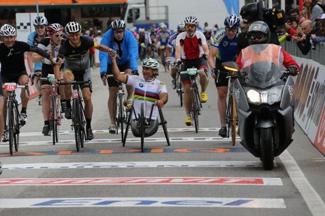 Alessandro_Zanardi_la_cursa_Dolomites_Marathon