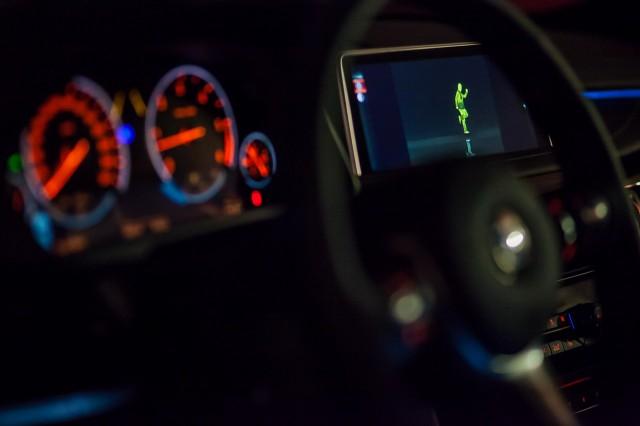 Asistentul de fază lungă şi BMW Night Vision cu Spot dinamic de lumină