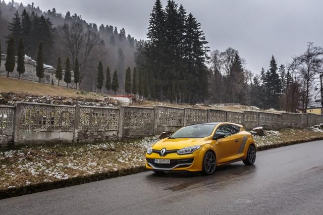 Renault-Megane-RS-Trophy-03