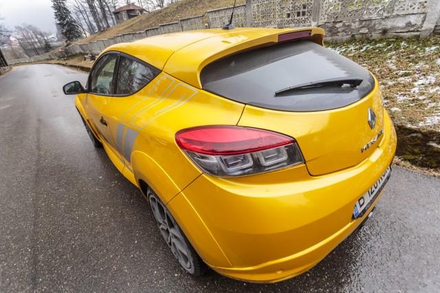 Renault-Megane-RS-Trophy-09