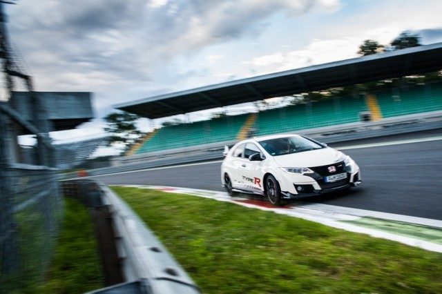 73934_Honda_Civic_Type_R_sets_new_benchmark_time_at_Monza_with_Honda_WTCC_s